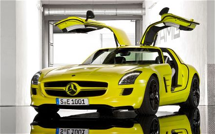 mercedes-benz-SLS-AMG-E-cell-prototype-doors-open-2